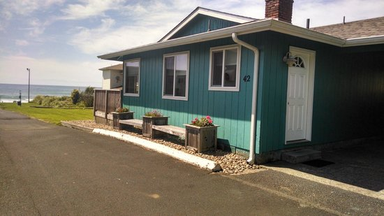Silver Surf Motel: CABIN 42