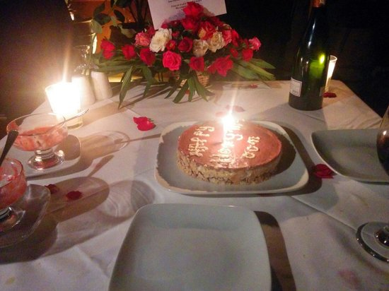 Riad Dar Anika: after dessert...cake and roses!