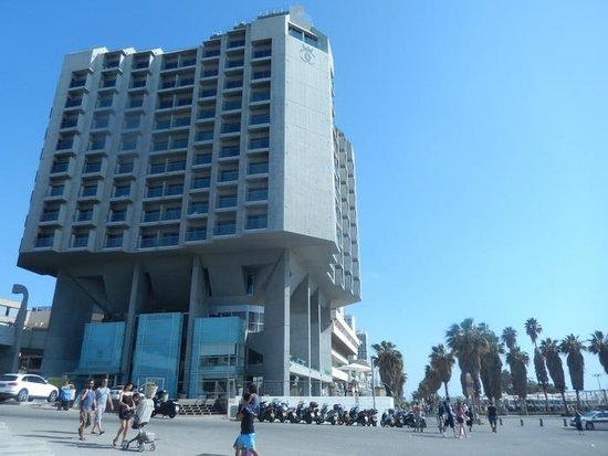 Carlton Tel Aviv : From the outside