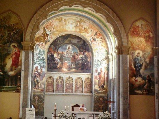 Sao Pellegrino Church: Altar da Igreja
