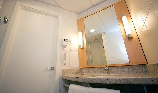 Ibis Salvador Aeroporto Hangar: Banheiro