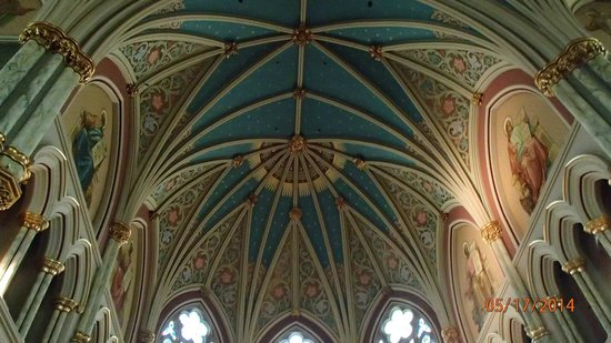 Catedral de San Juan Bautista: view of the ceiling in the cathedral