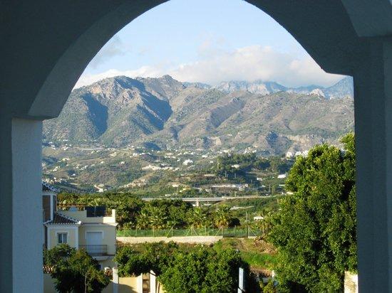 Marinas de Nerja Aparthotel : Vuew of Almijarras (not poolside)
