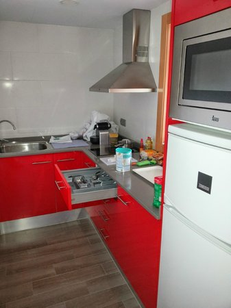 Solifemar Aparthotel: kitchen with all kitchenware