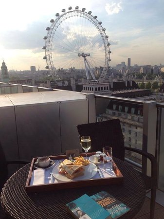 Park Plaza Westminster Bridge London : Room service with a view