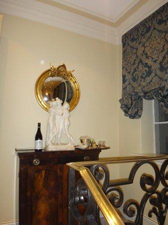 Monarch Hotel: Zimmer Service (заказной)