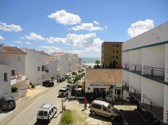 Apartaments Estudis Els Molins: Cercania a la playa