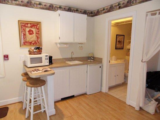 Market Street Inn : kitchen area garden suite