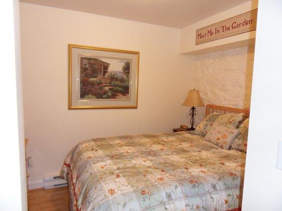 Market Street Inn : bedroom of garden suite