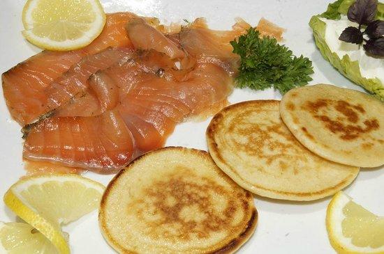 Restaurante La Mina: salmón marinado con blinis