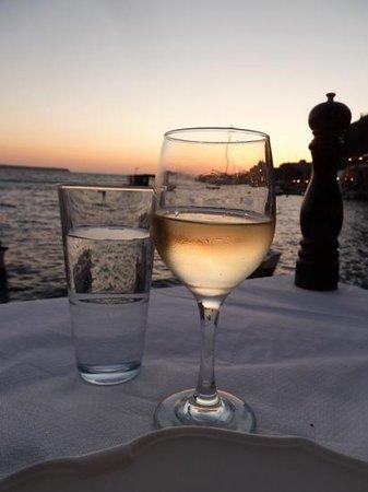 Sunset Ammoudi Taverna: view of sunset