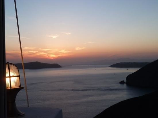 Naoussa Tavern: view of the sunset from top patio