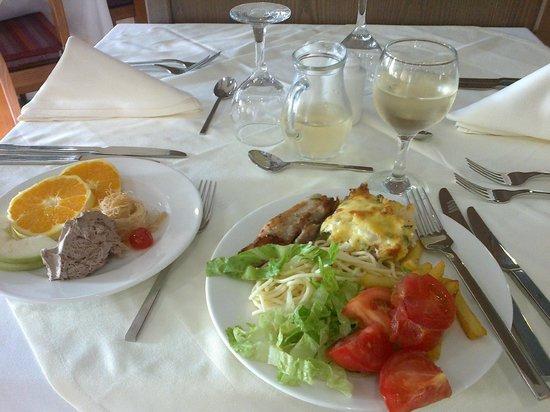 Dessole Dolphin Bay: Ужин