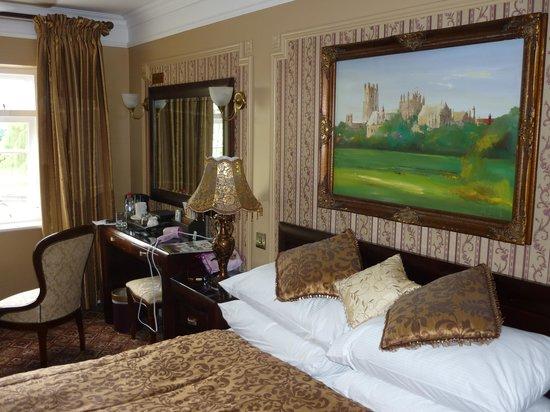 Riverside Inn: The Honeymoon suite