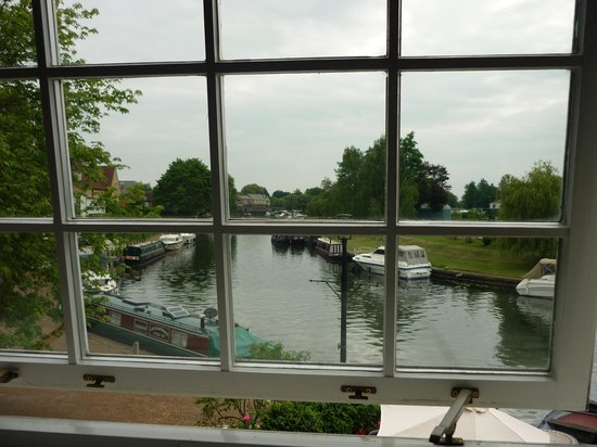 Riverside Inn: View from Honeymoon suite
