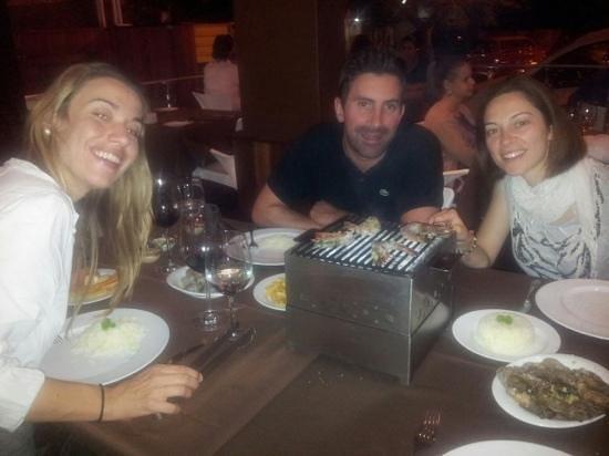 Manjar dos Deuses: barbecue di gamberi al tavolo