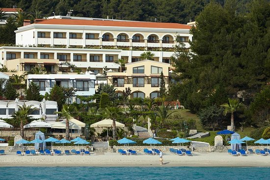 Aegean Melathron Thalasso Spa Hotel: Hotel by the beach