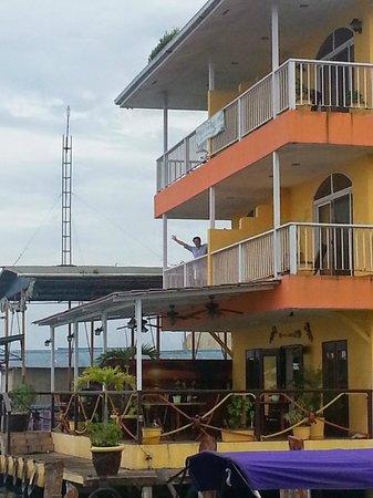 Bocas Paradise Hotel: Vista frente al mar
