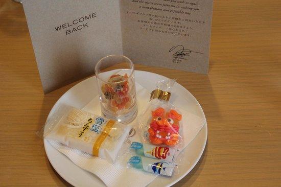 DoubleTree by Hilton Hotel Naha : 可愛らしいお菓子が用意されていました。
