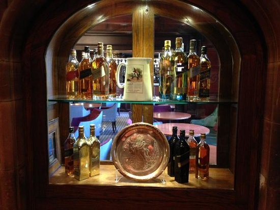 Piersland House Hotel: Relics from Johnny Walker