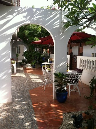 My Aruban Home : View of the courtyard