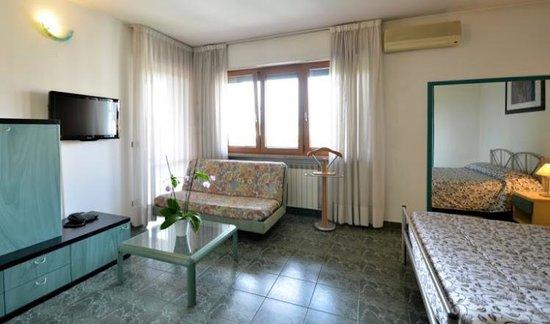 Hotel Residenza delle Alpi : Camera matrimoniale