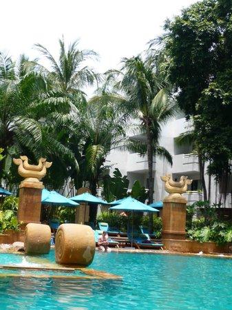 AVANI Pattaya Resort & Spa: great tropical Garden