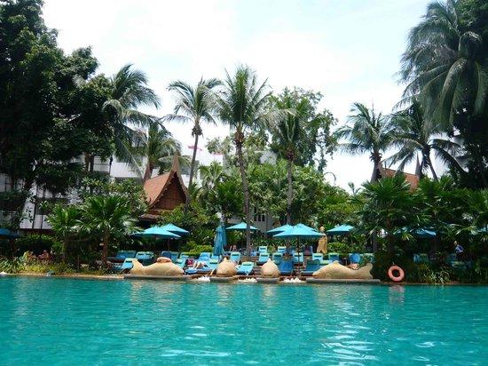 AVANI Pattaya Resort & Spa: Beautiful Pool