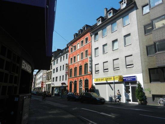 Novum Hotel Ahl Meerkatzen Cologne Altstadt : Вход в отель