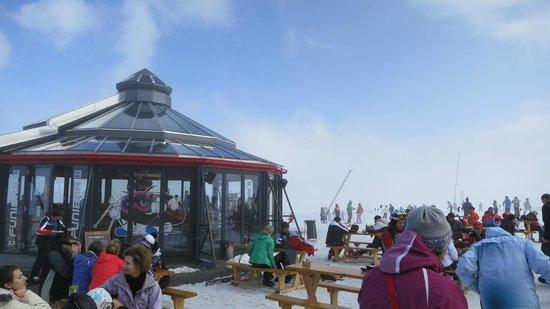 Ski and Wellness Residence Druzba: Кафешка на пересадочной станции.