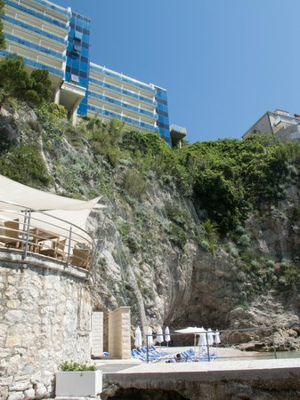 Hotel Bellevue Dubrovnik: View from private beach up