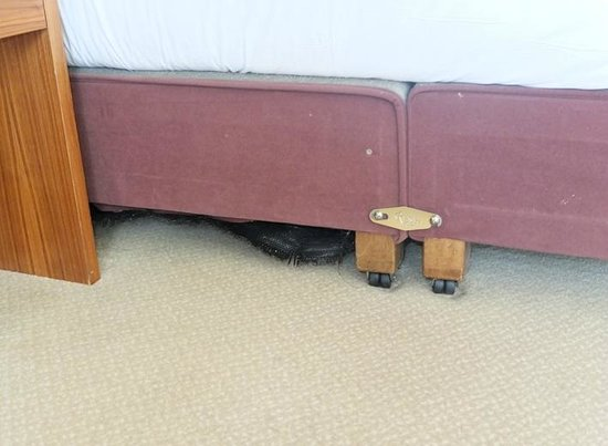 Maldron Hotel Smithfield: Part of bed separating