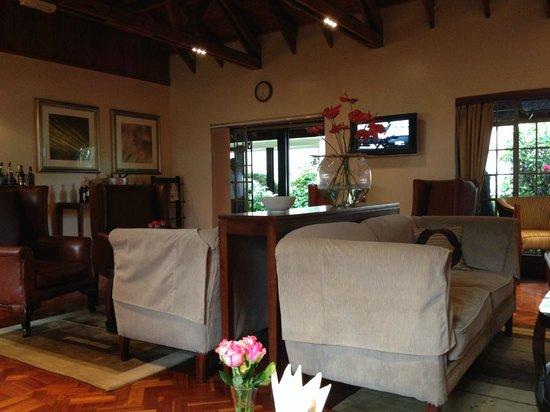 Southern Sun Mayfair Nairobi: Lounge area