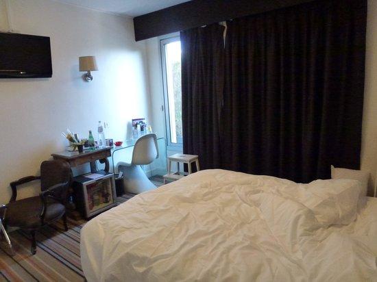 Mercure Paris Bastille Saint Antoine: Chambre 405 avec l'escabeau menant à la terrasse