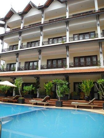 Saem Siemreap Hotel: Pool area
