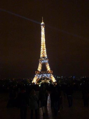 Palais de Chaillot: La Tour Eiffel en plein scintillement !
