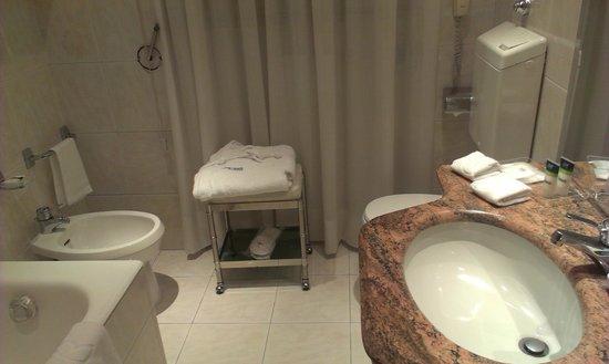 Four Points by Sheraton Milan Center : Ванная