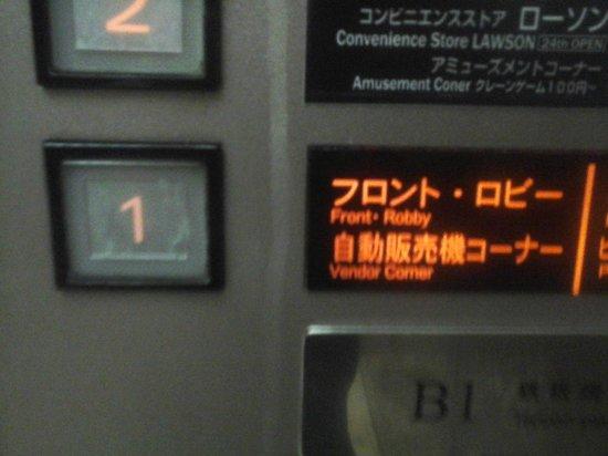 APA Hotel & Resort Tokyo Bay Makuhari: Lift