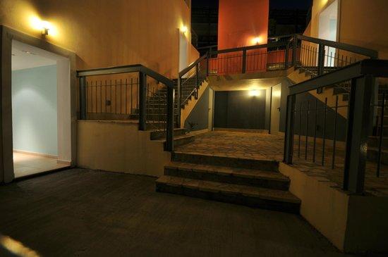 Apostolata Island Resort & Spa: stairs and rooms
