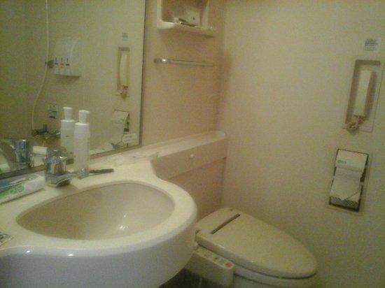 APA Hotel & Resort Tokyo Bay Makuhari: Bathroom sink