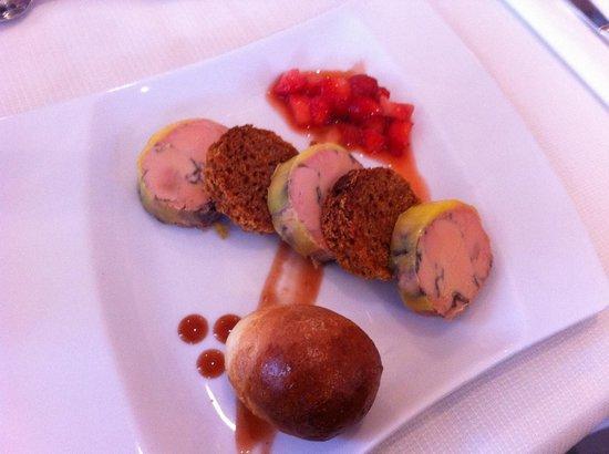 Aux Delices du Prieure: Médaillons de foie gras, entrée dans le menu à 26€