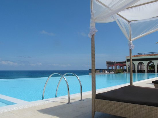 Hideaway of Nungwi Resort & Spa: RELAX AND ENJOY THE POOL