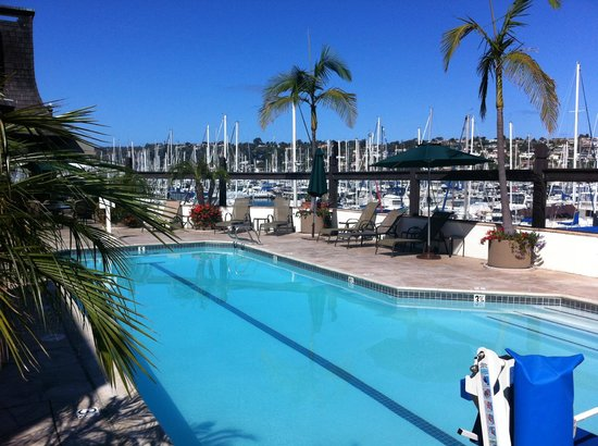 Bay Club Hotel & Marina: Breakfast by the pool