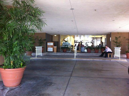 Bay Club Hotel & Marina: Bay Club Entry