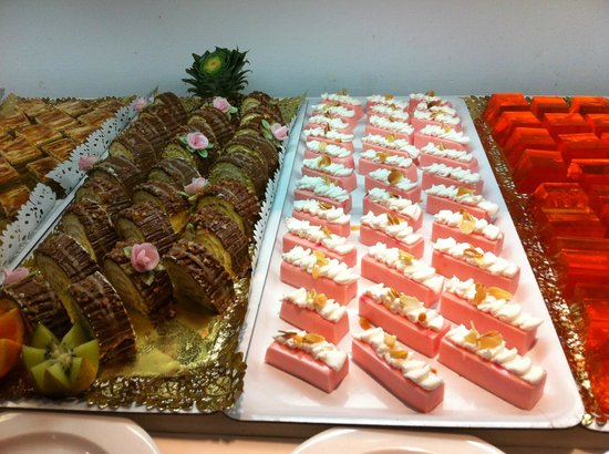Villa Del Mar Hotel: Who can resist desserts like this :-)