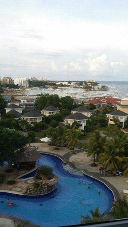 JPark Island Resort & Waterpark, Cebu: 훌륭한 수영장, 다소 조잡한 맛의 조식 뷔페. 깔끔한 인테리어, 가격대비 나쁘지 않음. 기타 서비스 등등은 주변에 비해 저렴한 편은 아니고 카지노는 아직 일부만 오픈해