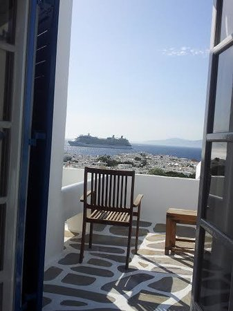 Rochari Hotel: Looking out from the room