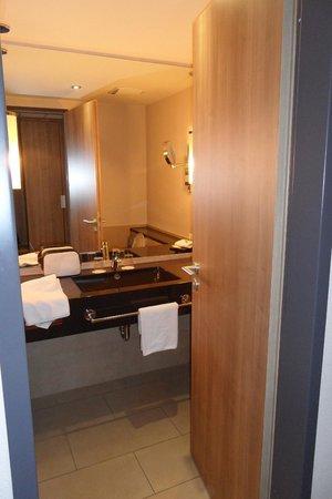 Welcome Hotel Darmstadt: la salle de bain