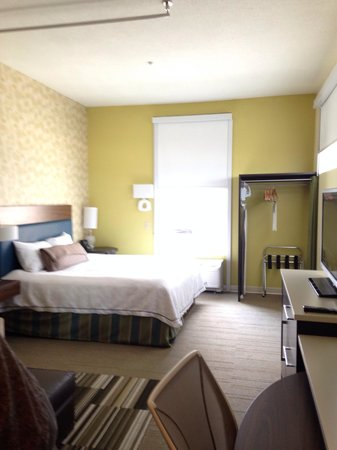 Home2 Suites by Hilton Pittsburgh / McCandless, PA: Privacy &/or darkening room shades in modern room