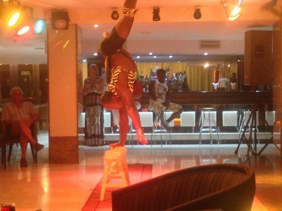 Catalonia Oro Negro : Entertainment - African Acrobats